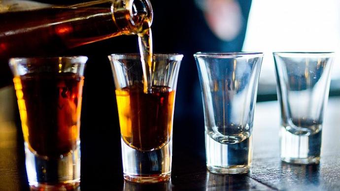 На Волині продавали спиртне біля студентського гуртожитку