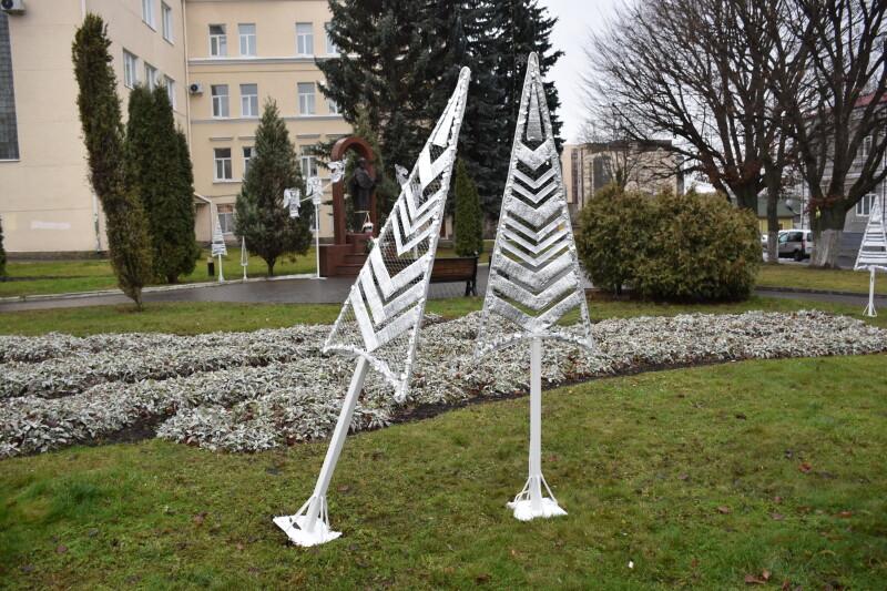 У Луцьку невідомі пошкодили святкову інсталяцію