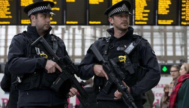 Біля виборчої дільниці у Британії знешкодили підозрілий пристрій