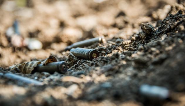 Окупанти півгодини обстрілювали Піски та Кримське, поранили бійця