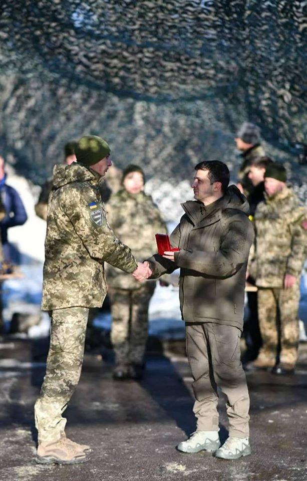 Волинські військовослужбовці отримали почесні нагороди від Зеленського
