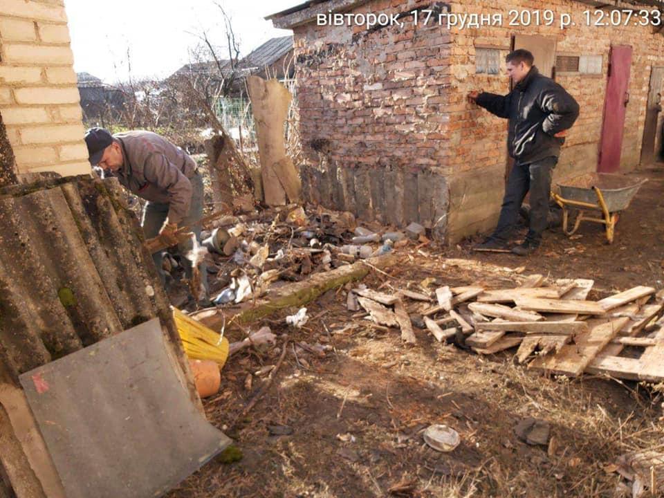 У Луцьку демонтували незаконно розміщені споруди