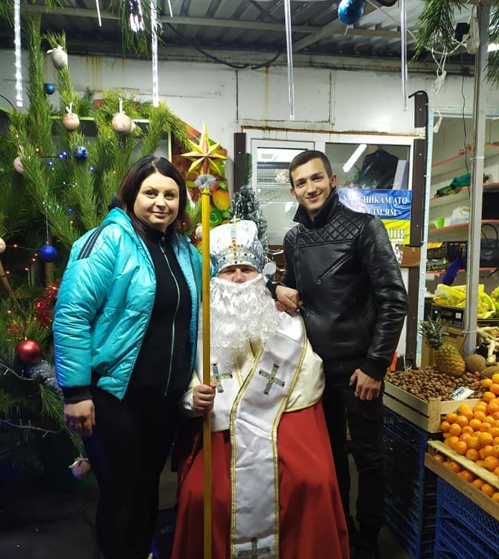 У Луцьку на ринку влаштували благодійний ярмарок до Дня Святого Миколая