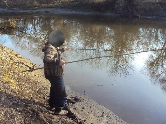 На Волині спіймали порушника, який виловлював рибу «екраном»