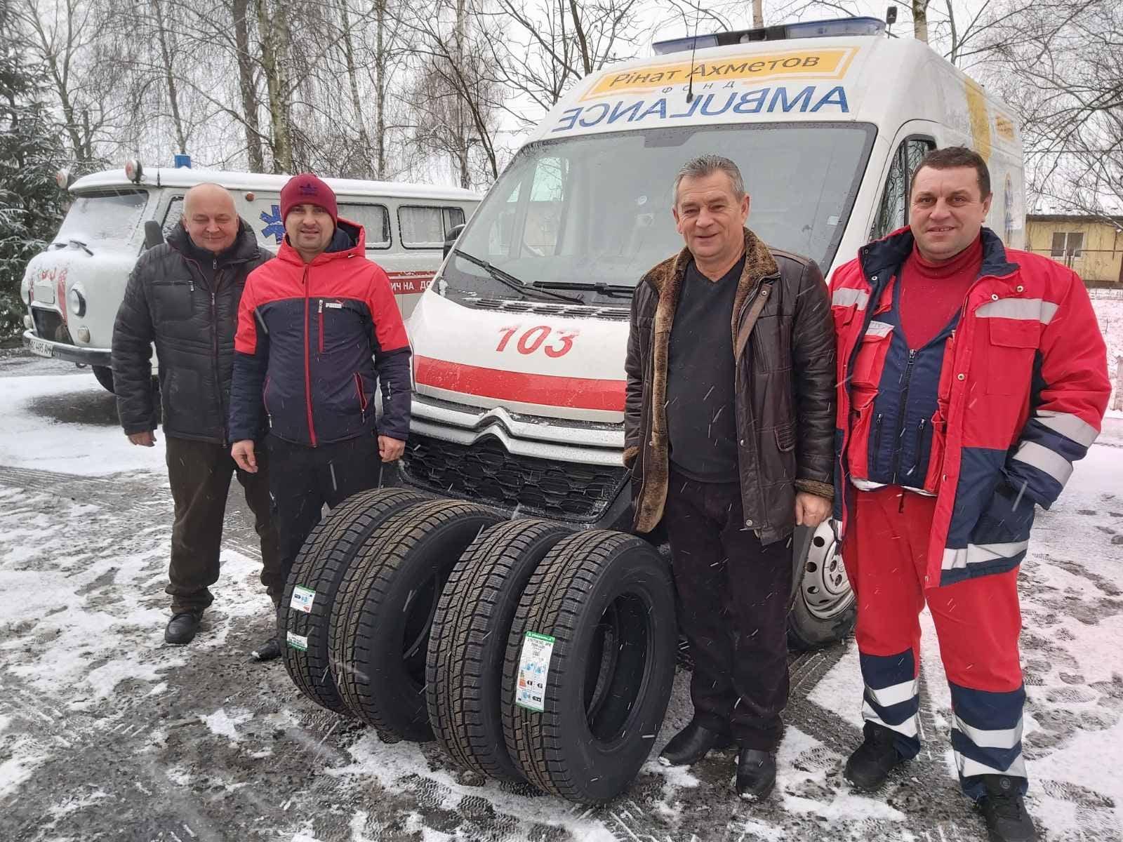 На Волині відділенню медичної допомоги подарували комплект зимових шин