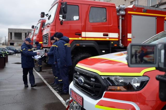 Волинські рятувальники отримали чотири нові пожежні автомобілі та спеціальну аварійно-рятувальну машину