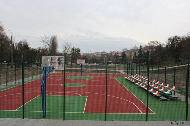 На Волині завершують будівництво мультифункціональних спортивних майданчиків