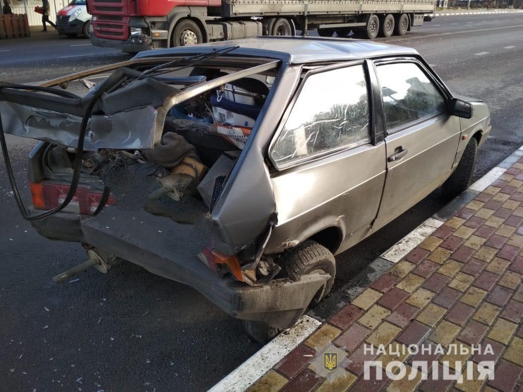 У Луцькому районі зіткнулися вантажівка та легковик