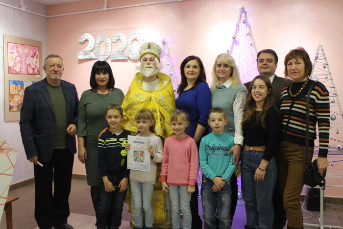 У Луцьку відкрили виставку дитячого малюнка «Місто святого Миколая»
