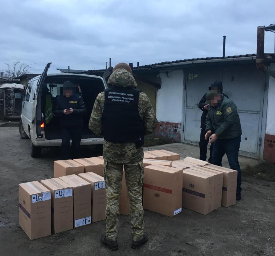 На Волині затримали правопорушників, які намагалися перевезти контрабандні цигарки закордон