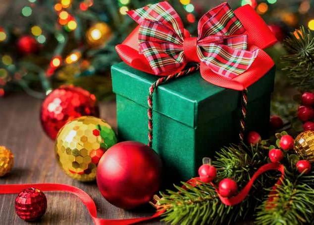Управління освіти Луцькради витратило 80 тисяч гривень на новрічні подарунки