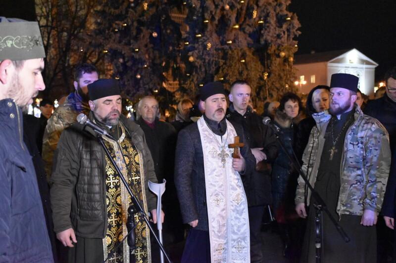 Лучани вшанували пам'ять загиблих на Сході військових