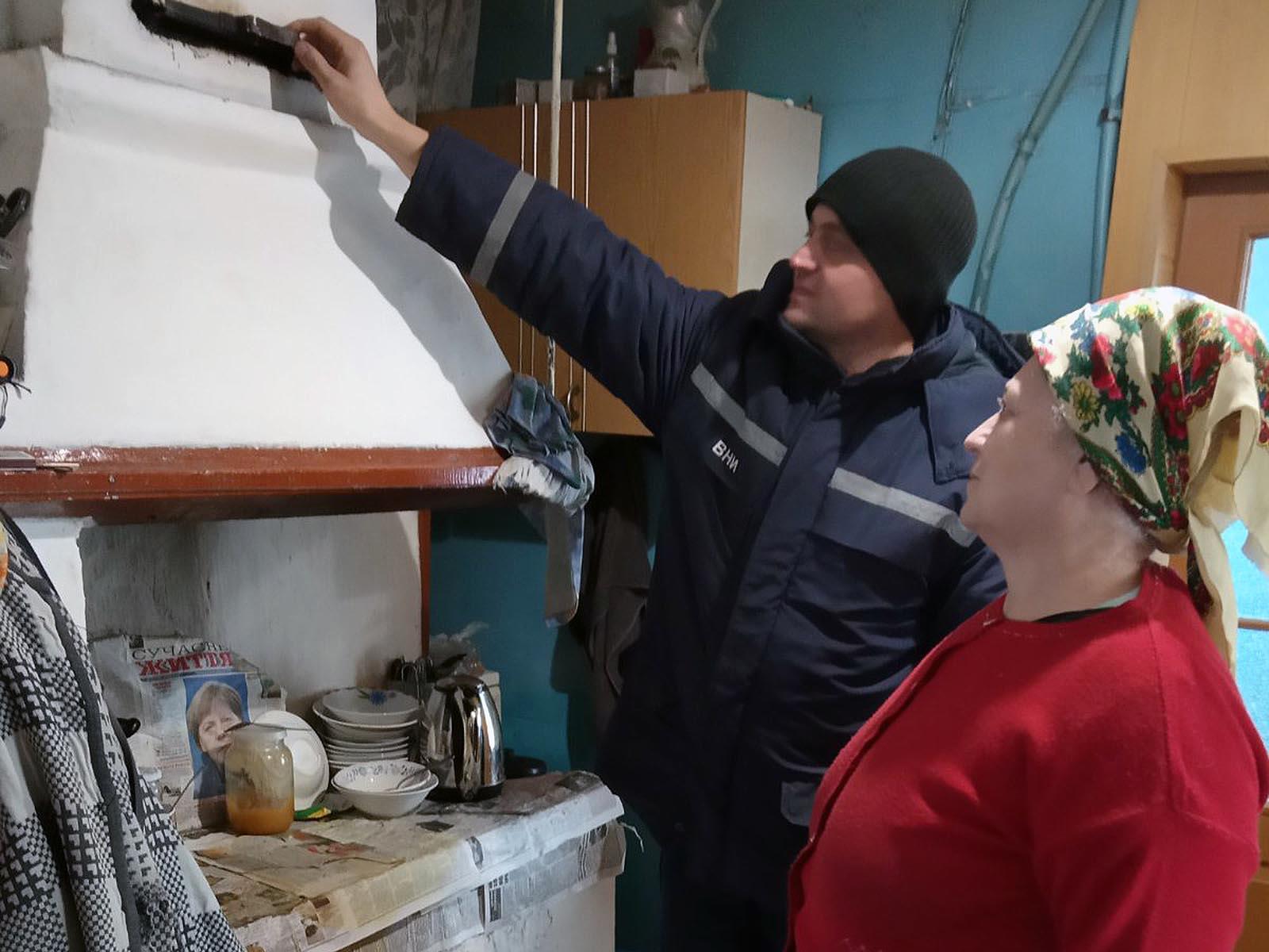 У Старовижівському районі пожежники розповідають жителям про пожежну безпеку