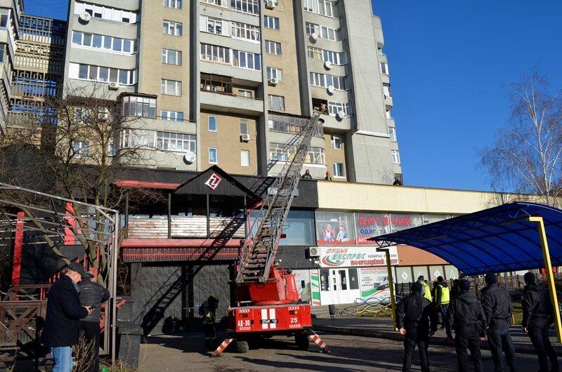 У Луцьку під час пожежі вогнеборці врятували жінку та дітей. ФОТО. ВІДЕО