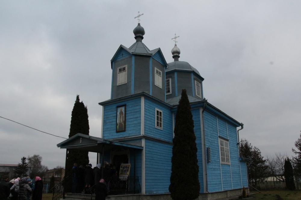 Митрополит Луцький та Волинський привітав парафію в Боголюбах з 30-літтям