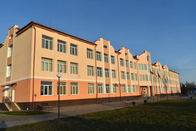 У новозбудованій школі на Волині навчатимуться майже 300 школярів