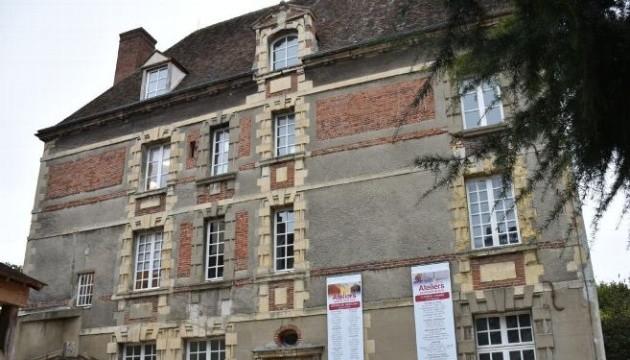 У Франції чоловік у мерії влаштував стрілянину, а потім сам застрелився