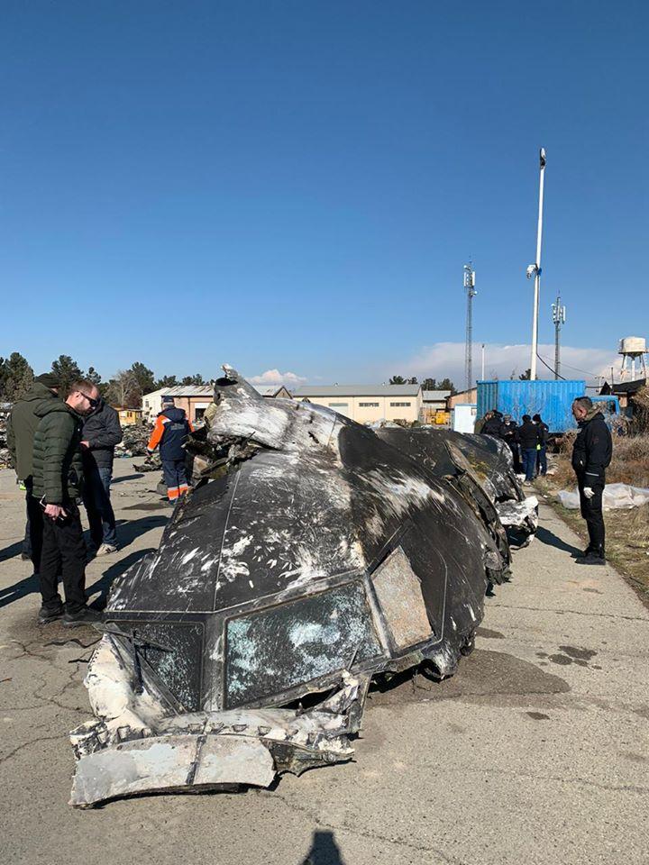 Президент України опублікував фото з місця збиття українського літака