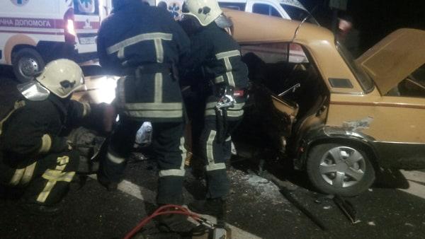 ДТП на Волині: рятувальники вирізали трьох людей