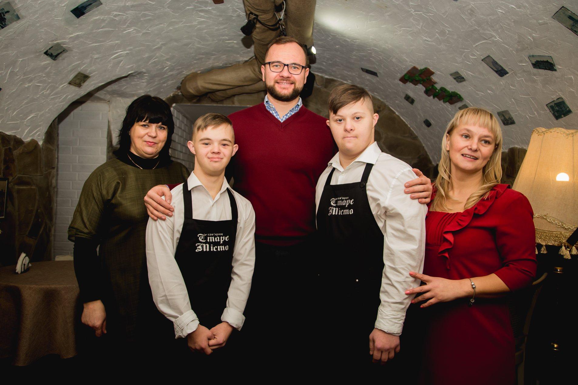 У Луцьку розпочала роботу кав'ярня, де працюють хлопці з синдромом Дауна. ФОТО