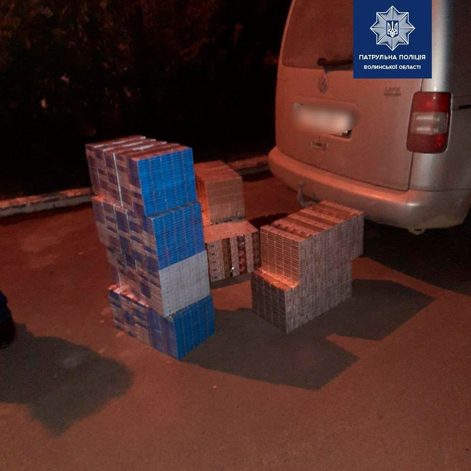 На Волині затримали автомобіль з забороненими товаром