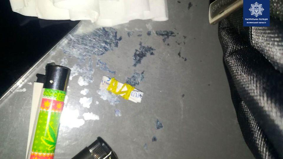 У Луцьку виявили чоловіків з наркотиками