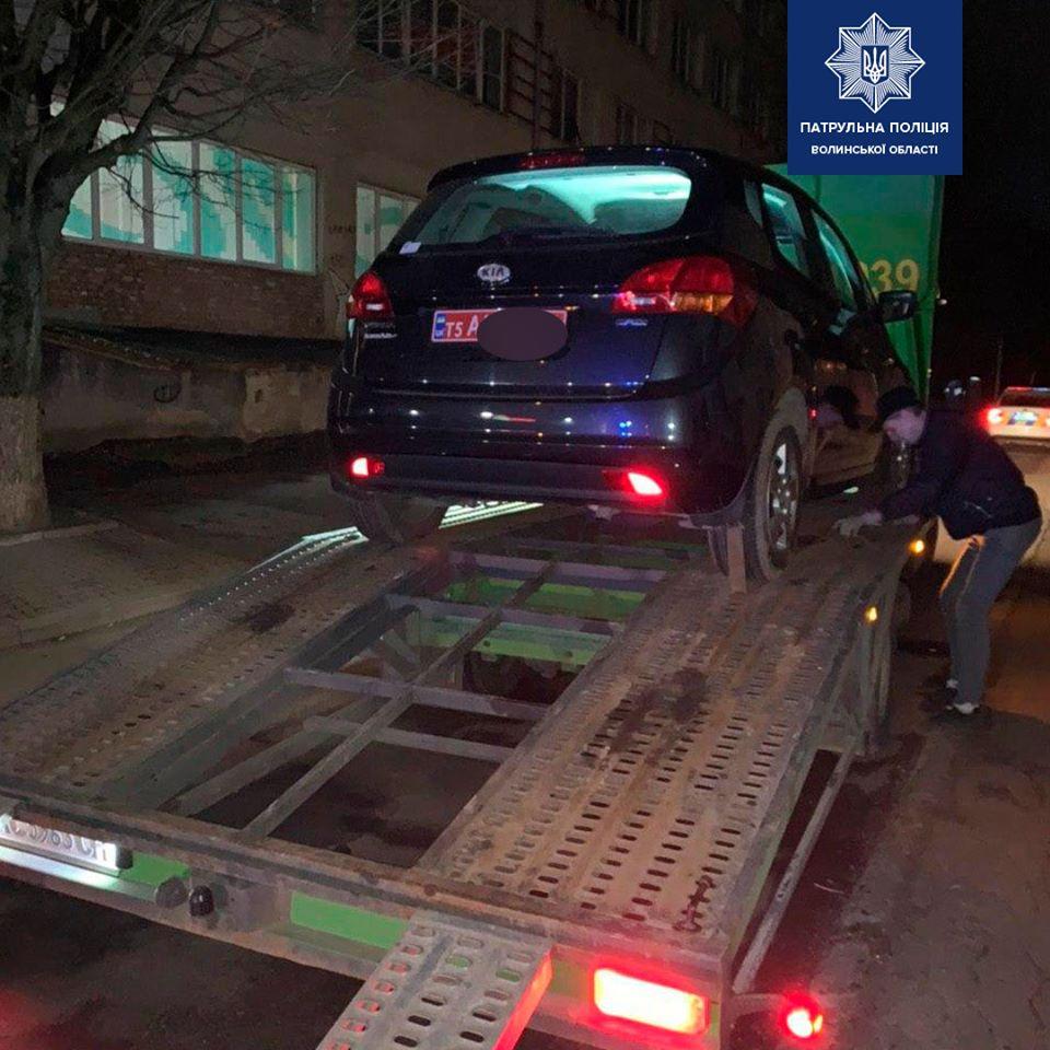 З погонею та сиреною: у Луцьку патрульні затримали нетверезого водія. ВІДЕО