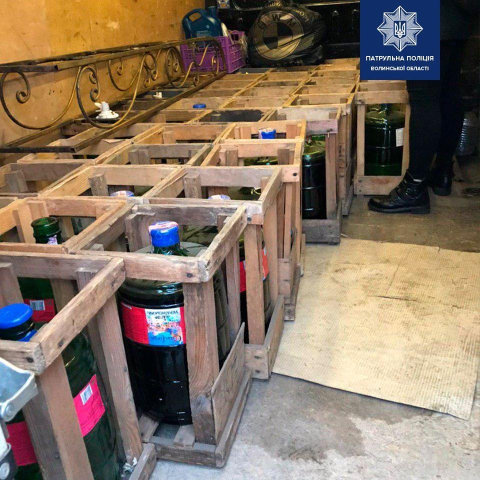 На трасі «Устилуг-Луцьк-Рівне» затримали водія, який перевозив безакцизні спиртні напої