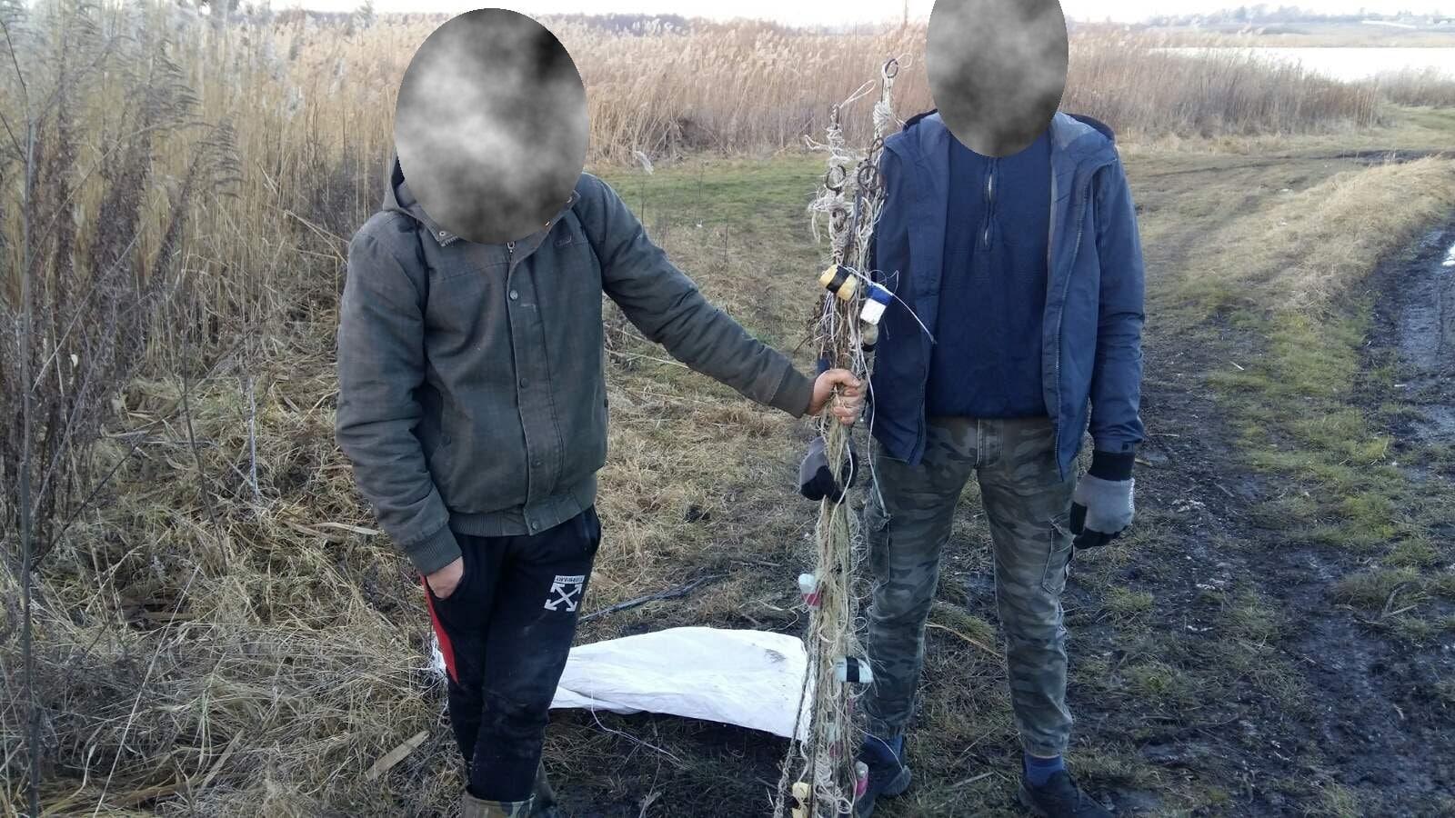 На Волині викрили порушників, які ловили рибу дев'ятьма «косинками»
