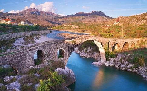 В Албанії на глибині 13 кілометрів стався землетрус