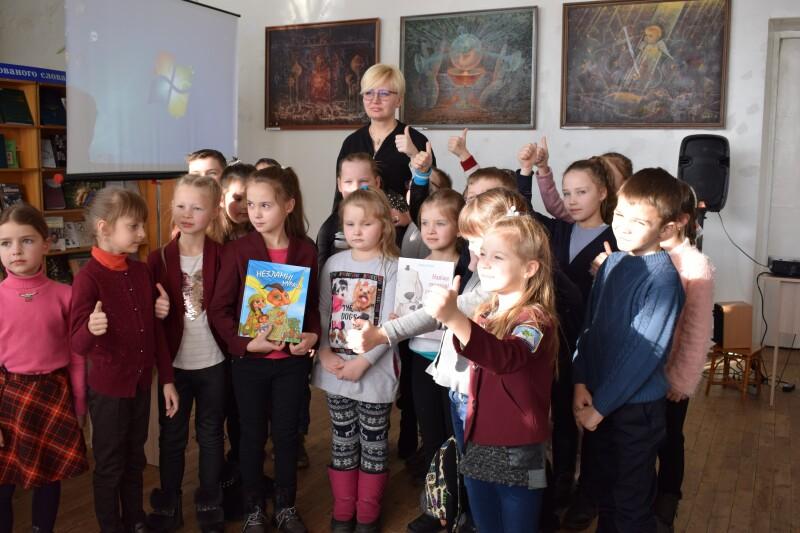 У Луцьку побувала відома дитяча письменниця Лариса Ніцой