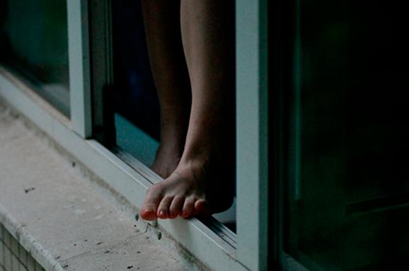 Повідомили нові деталі загибелі дівчини, яка випала із вікна у Луцьку