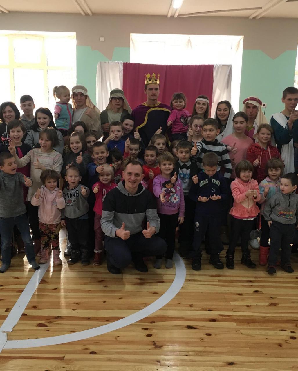 На Волині для дітей-сиріт волонтери влаштували різдвяне дійство