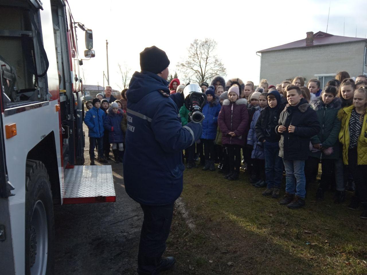 На Волині рятувальники провели навчальну евакуацію зі школярами