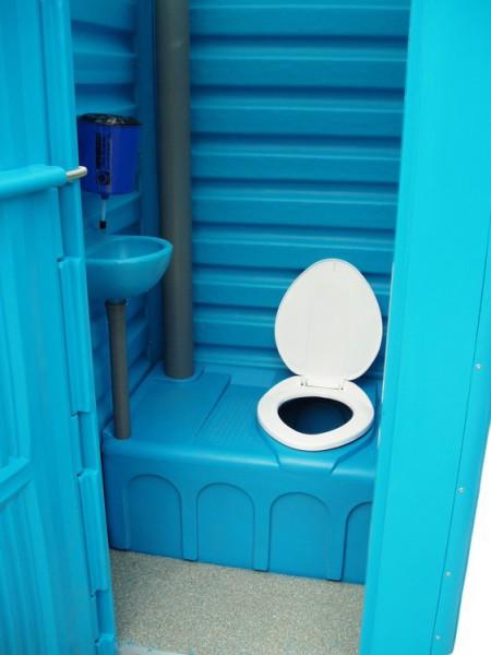 Луцькрада витратить майже 200 тисяч гривень на обслуговування мобільних туалетів