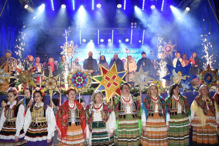 Учасники та гості етнофестивалю «Різдво у Луцьку» заколядували разом у центрі міста