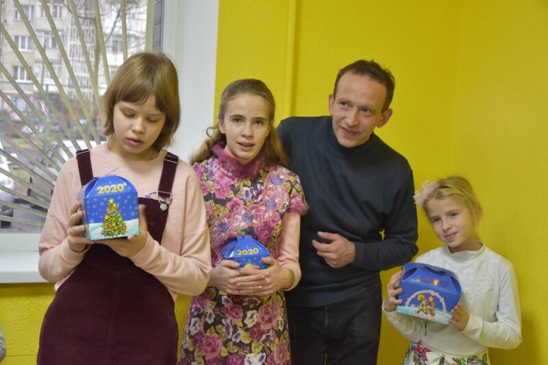 У Луцьку вихованців ГО «Янголята» привітали із новорічно-різдвяними святами