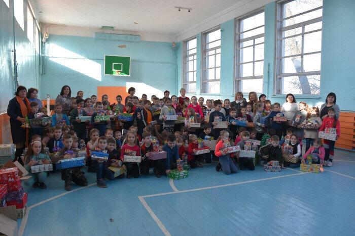 Школярі та дошкільнята Прилуцького отримали подарунки