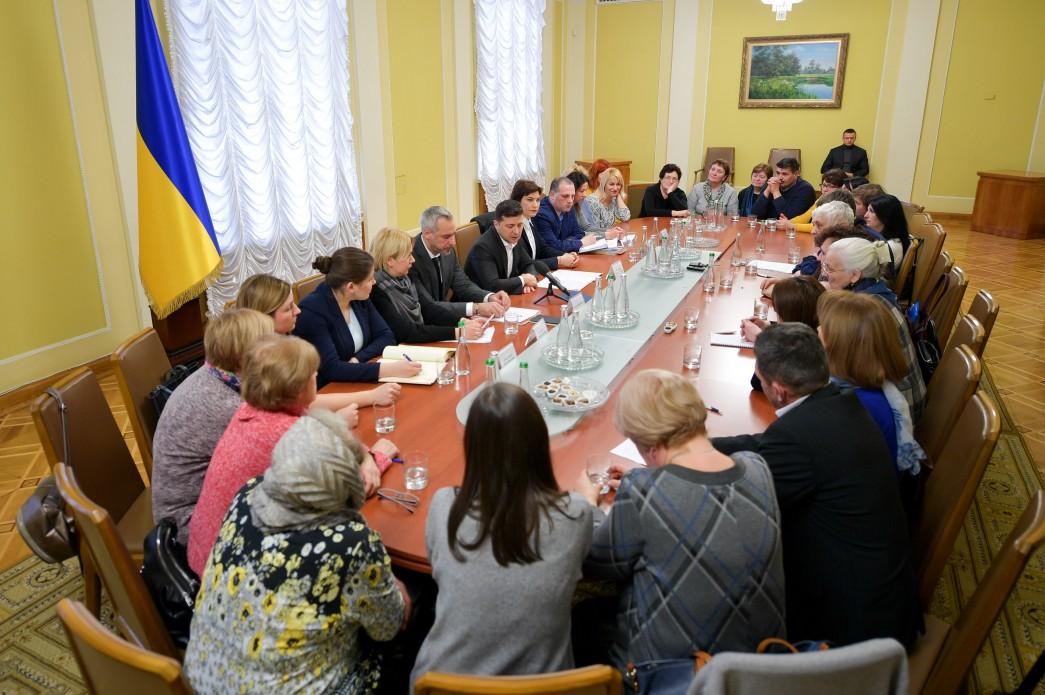 Президент України зустрівся із родинами тих, хто загинув на Майдані. ФОТО