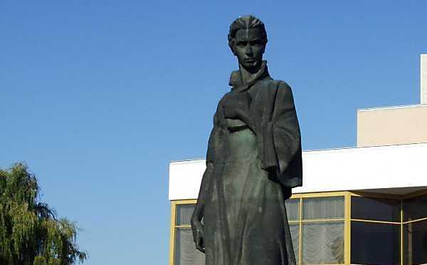 У Луцьку пропонують поміняти місцями пам'ятники
