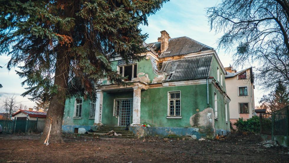 Міська влада Луцька не може знайти власника історичного будинку, якому загрожує руйнування