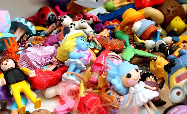 У Луцьку пропонують заборонити торгівлю іграшками в поліклініках