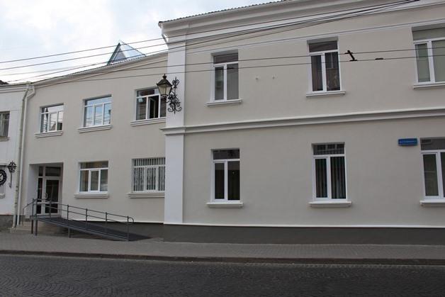 У центрі Луцька не можуть навести лад з занедбаним приміщенням колишнього пункту управління