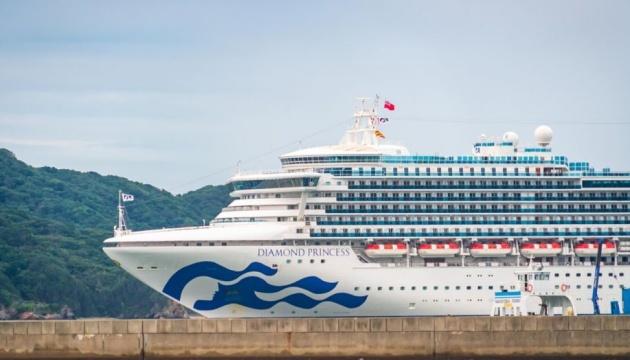 На японському лайнері число заражених коронавірусом досягло 70, на борту є українці
