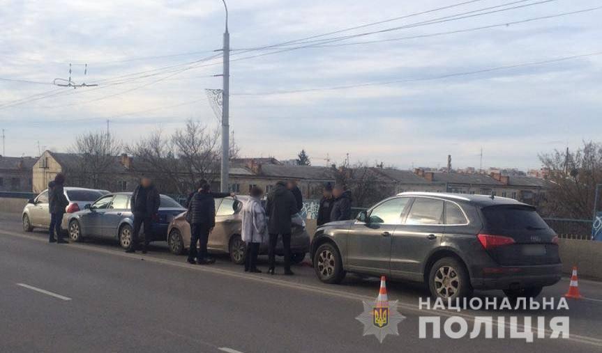 У Луцьку зіткнулися чотири автомобілі: є постраждалі