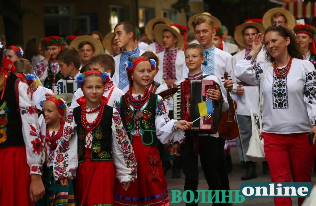 Менше 25 мільйонів українців та старіння населення: яке майбутнє прогнозують Україні
