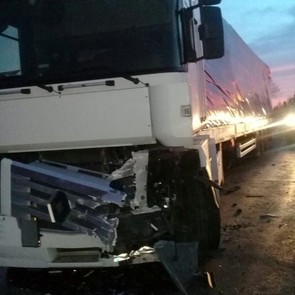 На Волині рятувальники деблокували з автомобіля потерпілого, який потрапив у ДТП