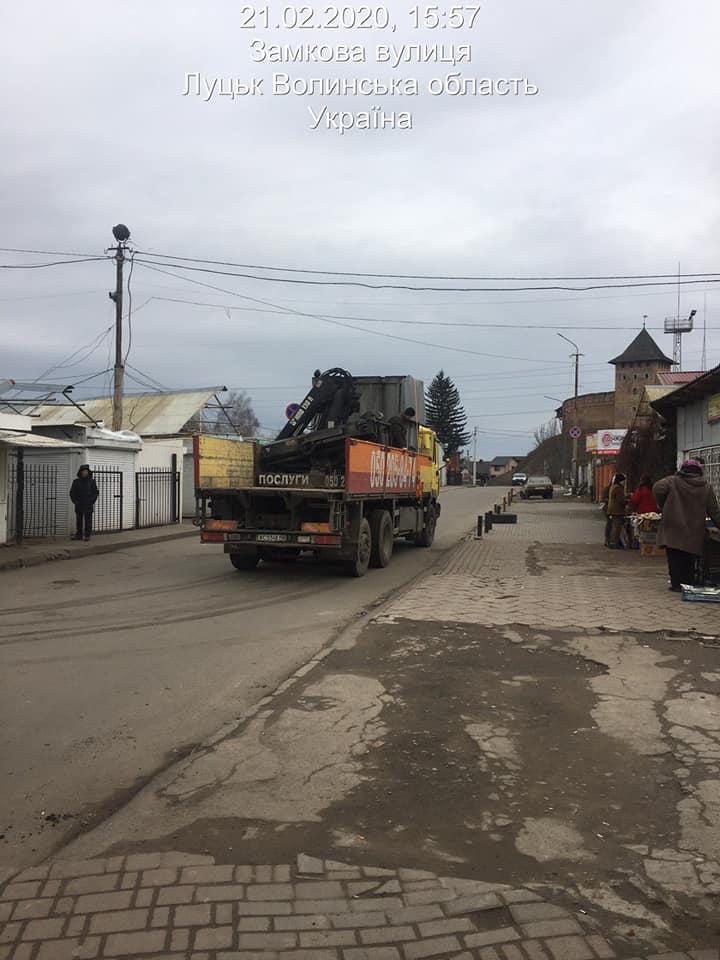 Луцькі муніципали заявили, що перевозять безплатно підприємців на ринок «Новий»