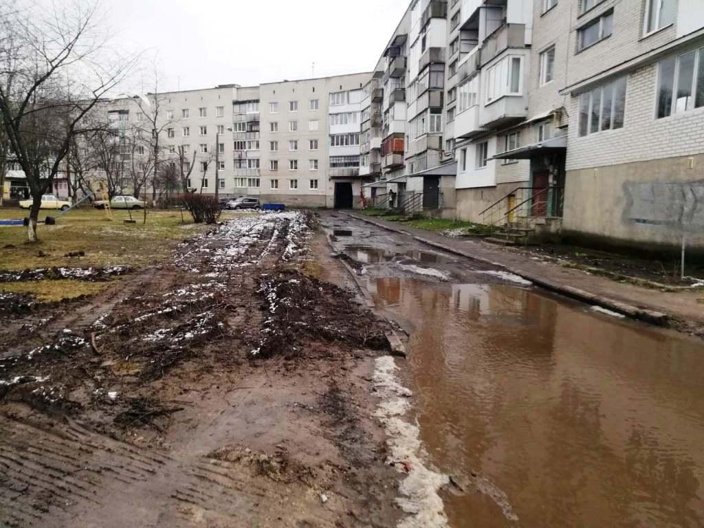 У Луцьку розпочали ремонт дворів, що охопить цілий мікрорайон