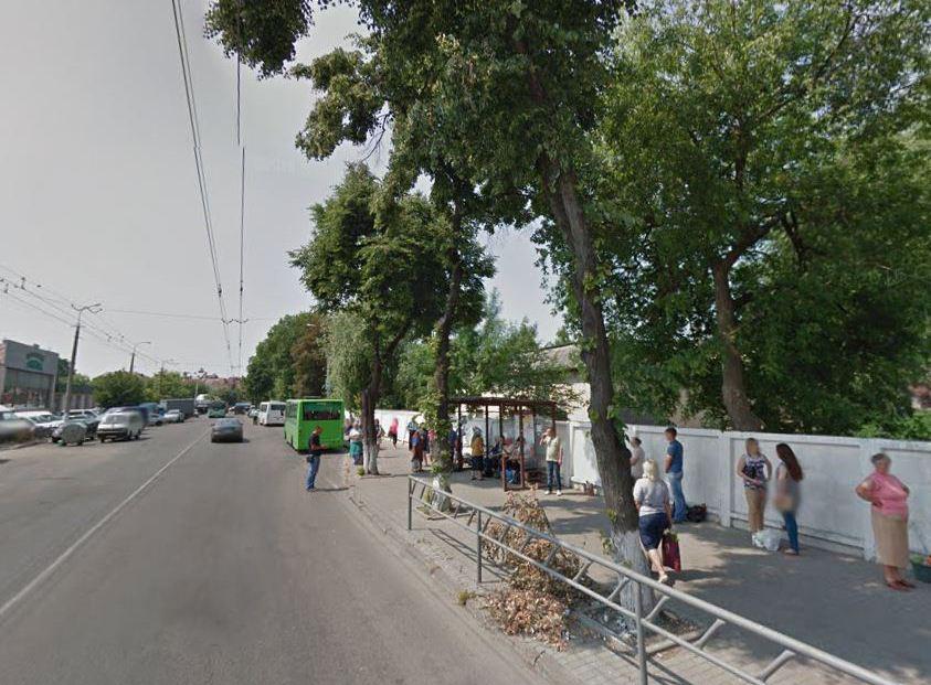 «Припинити знущання над людьми»: у Луцьку вимагають відновити зупинки біля «Центрального ринку»